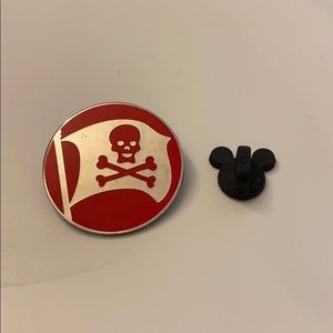Disney pin red pirate flag